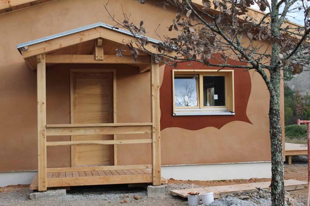 Maison individuelle de pierres et de bois for Maison individuelle en bois