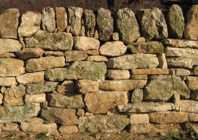 depierresetdebois-clansayes05-mur-soutenement-parement-calcaire