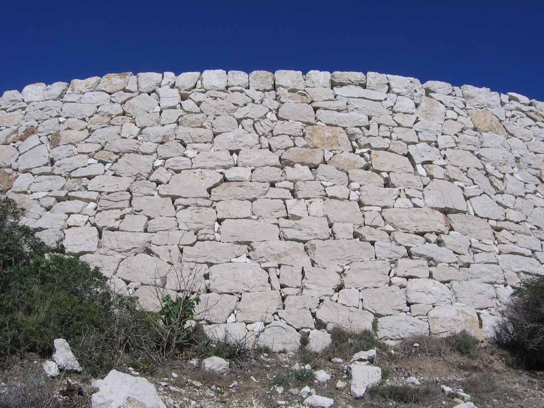 Frioul - mur en pierre sèche