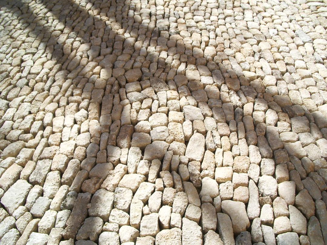 Construction et restauration des calades en pierre sèche