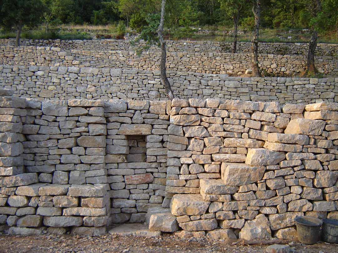 verdon restauration de terrasses en pierre s che de pierre et de bois. Black Bedroom Furniture Sets. Home Design Ideas