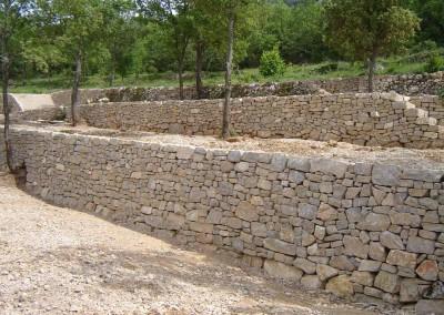 depierresetdebois-rians10-mur-calcaire-opus-assise
