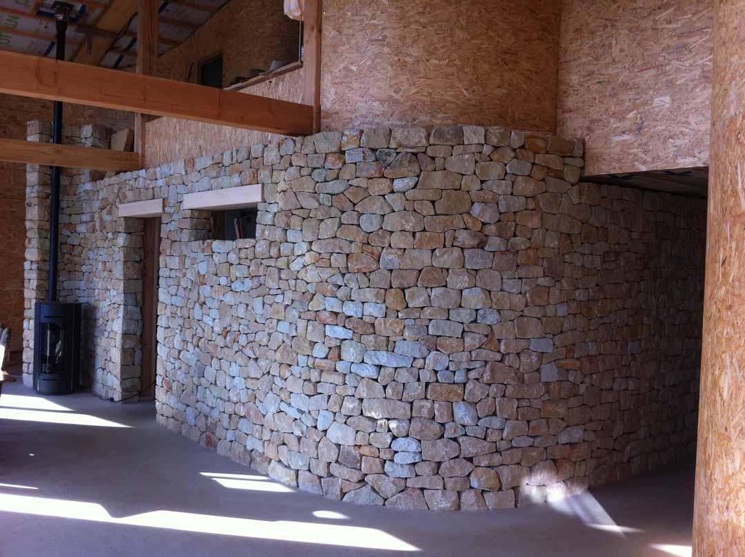 Les Salelles - parement pierres intérieur