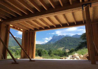 depierresetdebois-saillans03-drome-maison-paille-ossature -bois-charpente-toiture-courbe-poteau-baie