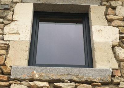 depierresetdebois-gras15-ardeche-rge-renovation-restauration-isolation-menuiserie-bois-etancheité-air-encadrement-pierre