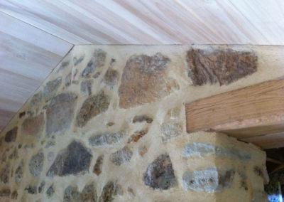 depierresetdebois-ucel95-rge-renovation-restauration-plafond-peuplier-linteau-chataignier-rejointoiement