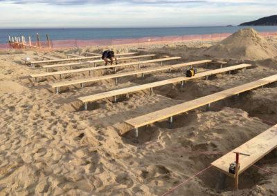 depierresetdebois-ramatuelle03-club55-plage-pampelonne-structure-bois-demontable-chataignier-conception-ecologique-fondations