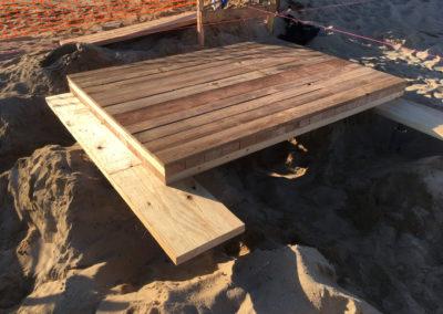 depierresetdebois-ramatuelle05-club55-plage-pampelonne-structure-bois-demontable-chataignier-conception-ecologique-panneaux-plancher