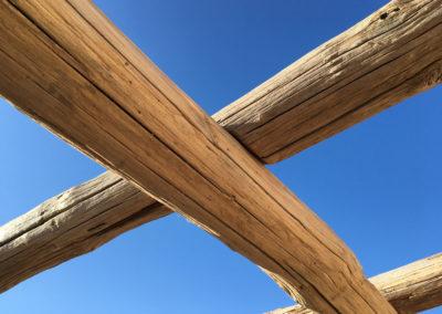 depierresetdebois-ramatuelle20-club55-plage-pampelonne-structure-bois-demontable-chataignier-conception-ecologique-toit