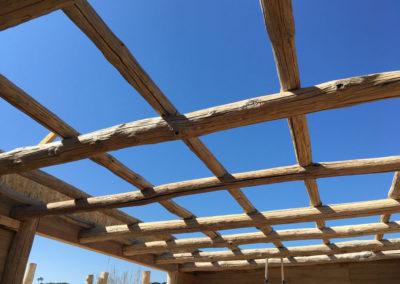 depierresetdebois-ramatuelle21-club55-plage-pampelonne-structure-bois-demontable-chataignier-conception-ecologique-toit