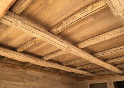 depierresetdebois-ramatuelle22-club55-plage-pampelonne-structure-bois-demontable-chataignier-conception-ecologique-toit