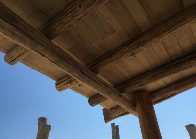 depierresetdebois-ramatuelle23-club55-plage-pampelonne-structure-bois-demontable-chataignier-conception-ecologique-toit