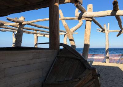 depierresetdebois-ramatuelle32-club55-plage-pampelonne-structure-bois-demontable-chataignier-conception-ecologique-bar-comptoir