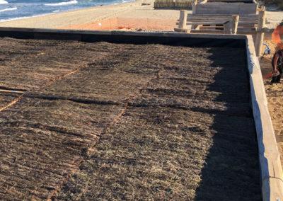 depierresetdebois-ramatuelle35-club55-plage-pampelonne-structure-bois-demontable-chataignier-conception-ecologique-toiture-brande-bruyere